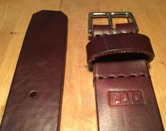 Leather belt and buckle in pure brass.