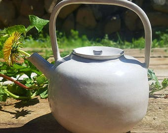 White teapot inspired by Japanese style