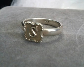Initial S sterling signed 925  sz 8 1/4 ring.