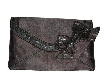 Black satin feel envelope purse featuring a sequined bow prom/wedding/formal