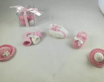 Set of 10 crochet christening party favors: scarpetta, Cap, pacifier, rattle, Baby shower crochet handbag