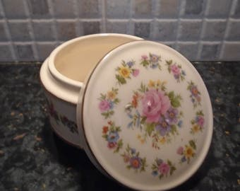 Sadler Trinket Box / Ring Of Flowers 1960s, Homeware, Home Decor, Jewellery Storage, Dressing Table, Birthday Gift, Housewarming Gift