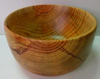 Deep bowl of pine wood varnished !!!