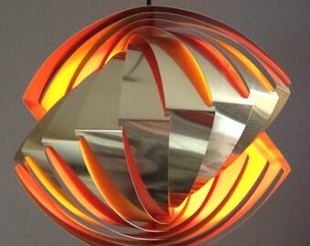 """Lamb Konkylie, """"Tivoli lamp"""", formgiven av Louis Weisdorf för Lyfa 1968, höjd ca 49 cm."""
