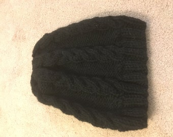 Black cable knit hat