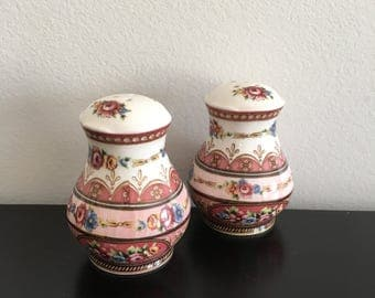 Vintage Ceramic Salt And Pepper Shakers, Country Cottage Kitchen, Home Decor, Pretty Floral Design