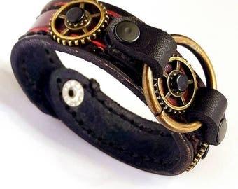 Steampunk leather bracelet, completely handmade. Unique design