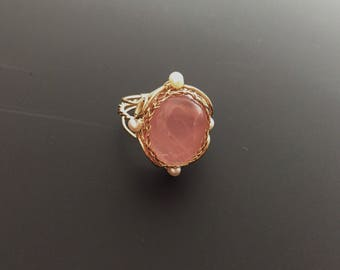 Rosa dessert-rose quartz and fresh water pearl 14kgf wire wrapped ring