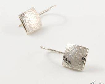 "Dangling earrings in Sterling Silver ""Taïga BO9"" square 10 mm - by IrisBiu. Jewelry handmade in France."