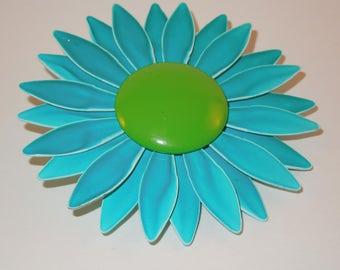 daisy brooch vintage enamel