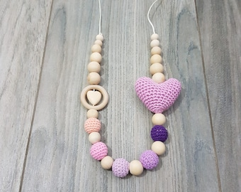teething necklace and breastfeeding