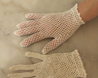 Crochet gloves, made hands in 1910