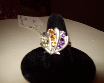 Multi stone clam shell ring