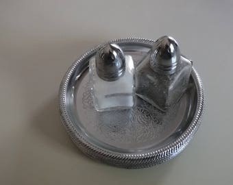 Salt/pepper and 8 coasters, silverplate?, glass, petite