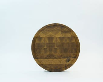Middle round end cutting board made from oak