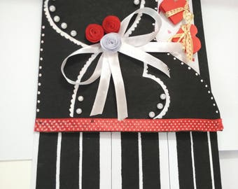 handmade piano card  of black and white color