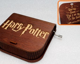 "Harry Potter - Engraved Wooden Music Box - ""Harry's Wondrous World"" - I Solemnly Swear Marauders Map - Hand Crank Movement"