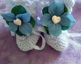 Blue hygandrea knitted baby booties
