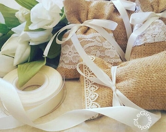 Jute bags decorated with portacofetti and