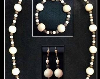 Necklace, bracelet and earrings Vida-set wooden woman