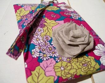 Wedding Clutch 2 pockets gift pouch,medium,purple,cotton, wristlet, travel pouch- -- Dainty Daisy Lavender