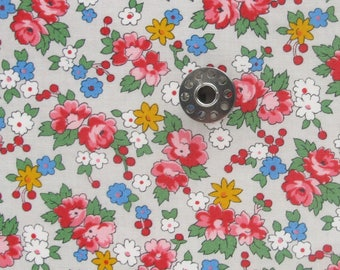 FAT EIGHTH Spring-a-ling Spring Bouquet in Putty | Small piece of folk inspired floral fabric by American Jane (Sandy Klop) for Moda.