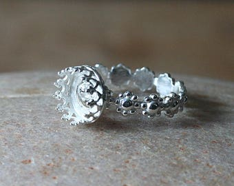 Flower Daisy Ring 8 mm Stacking Ring Sterling Silver, Princess Gallery Crown Bezel, Size 4-13, Womens Ring, Supply Ring Empty Ring, Delicate