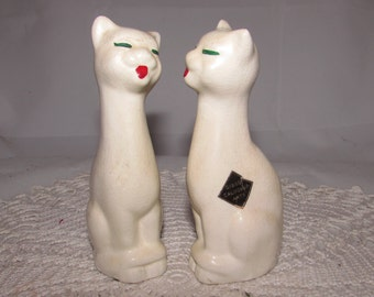 Vintage White Siamese Cat Salt & Pepper Shakers by Gibson California Arts, 50s, kitsch home kitchen decor, tall slender