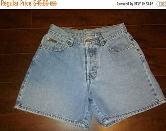 Closing Shop Sale 45% Off Calvin Klein 90s Vintage Jeans button up fly denim jean shorts W 29 waist