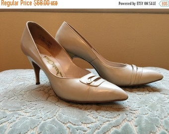 Fall sale 1950s shoes vintage heels qualicraft shoes pin up shoes size 7 1/2 ivory heels bone shoes mad men shoes