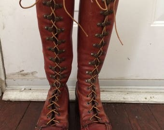 Most amazing womens vintage 1970's leather lace up boho boots. Size 6