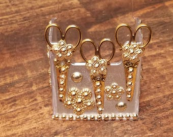 HairStylist Golden Shears Vertical Card Holder