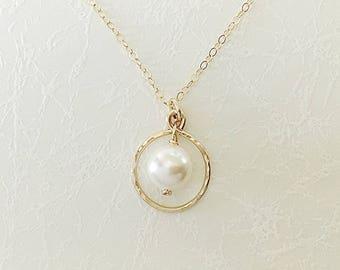 Swarovski pearl in circle necklace, cream pearl in gold circle necklace, circle necklace with pearl