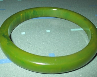 Vintage MOD Green And Yellow Marbled Bakelite Bangle Bracelet