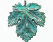 4 pcs of Antique Brass Maple  leaf pendant 35x40mm, bluing leaf pendant, Verdigris Patina
