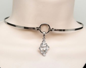Discreet Slave Collar O Locking necklace Stainless Steel With Captive Segment Ring Clasp And Clear Crystal Pendant