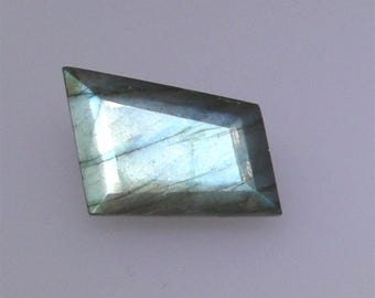 Fully faceted Labradorite, excellent bluish green color flash, 9.52 carats                           043-09-009