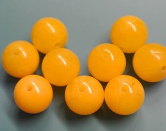 Lot of 9 unused vintage 1970s round lucite plastic yellow beads for your jewelry prodjects