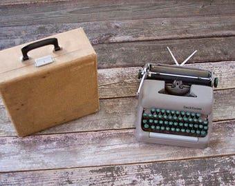 Vintage Smith Corona Portable Typewriter 5A Series Gold Tone Carrying Case Green Keys 1955