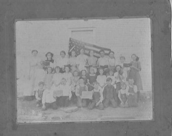 original 1920-30s  group one room school house students w/ american flag  photo.