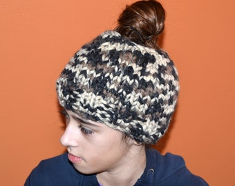 Messy Bun Beanie / Messy Bun Hat / Ponytail Hat / Mom Bun Beanie / Winter Hat / MADE TO ORDER