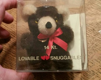 Vintage Snuggables teddy bear with 14k heart charm - new in original box with original department store price tag