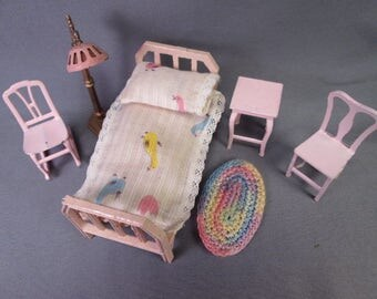 """Tootsietoy Dollhouse Furniture - 5 Piece Pink Bedroom - 1/2"""" Scale"""