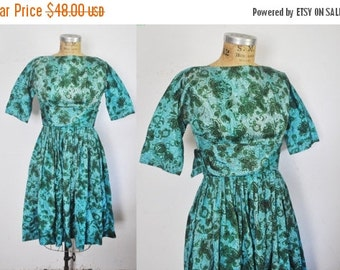 SALE 50% OFF 1950s Day Dress / blue Paisley Print  / full skirt / xs