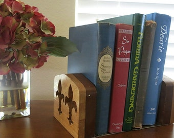 Wood Fleur De Lis Bookends Crafter Made 2 Tone Brass Base Vintage 1950s 60s Handmade