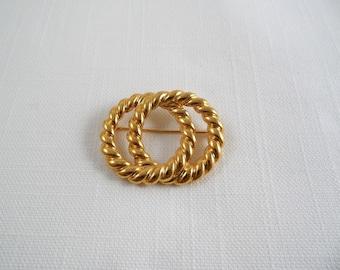 Signed Napier Gold Tone Vintage Pin Brooch