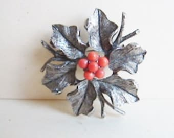 Vintage 1960s silver and red holly berry brooch (H8)