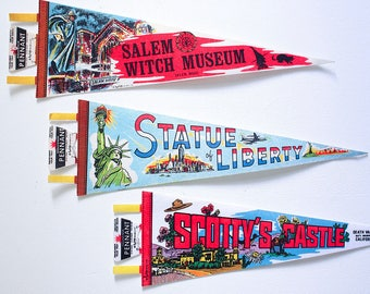 One Vintage Felt Pennant /  1970's Roadside America / Retro Vacation Souvenir / Summer Decorating