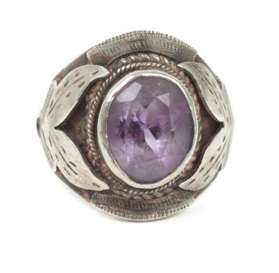 Amethyst and Sterling Ring Leaf Detail Size 7 Vintage