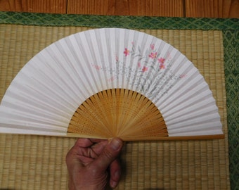 ViNTAGE PeRFoRaTeD BaMBOO FAN with Floral Pattern - FREE SHiPPiNG!!!!